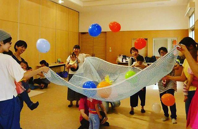 風船ふわふわみんなで遊ぶと楽しいね#わらべうたベビーマッサージ#風船#楽しい#フォロワー募集中