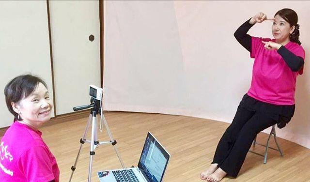 【脳活わらべうた資格認定講座いよいよスタート】お待たせしました!シニアの介護予防とコミュニケーションを目的とした『シニアのための脳活わらべうた』資格認定講座開催します★H30.1.22(月)東京 新宿文化センター★H30.1.24(水)大阪 京橋 あかね助産院 9:45〜17:00資格を取って、シニア世代と関わってみませんか?また、わらべうたベビーマッサージの教室を運営されているインストラクターの皆さん、シニアの教室も加えて活躍の場を広げてみませんか?初開催のため、申し込みの殺到が予想されます。お申し込みはお早めに#わらべうたベビーマッサージ#脳活わらべうた#シニア#介護予防#コミュニケーション#大阪 #東京