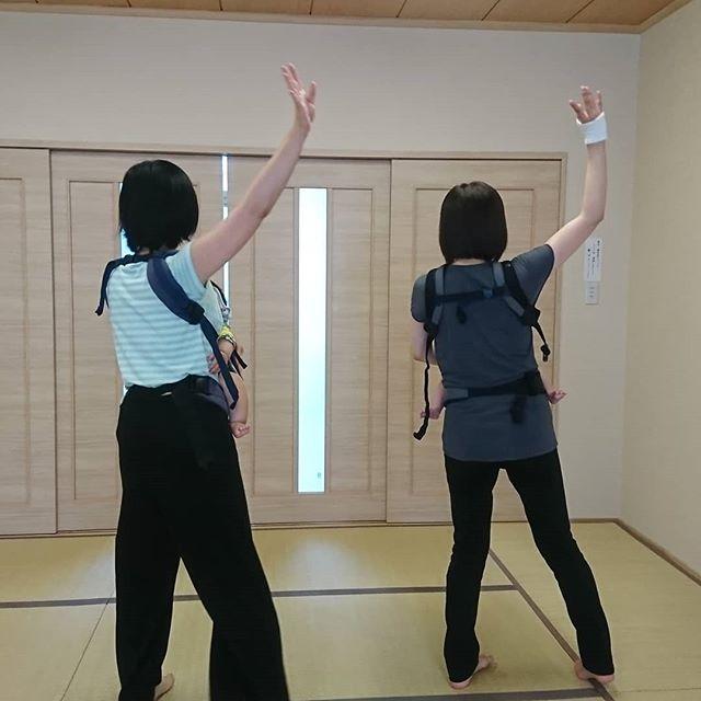 わらべうた産後ダンスには、手の振りがある上級編がより楽しく参加できます効果もアップ️️#わらべうたベビーマッサージ #産後ダンス #上級編 #楽しい #効果いっぱい