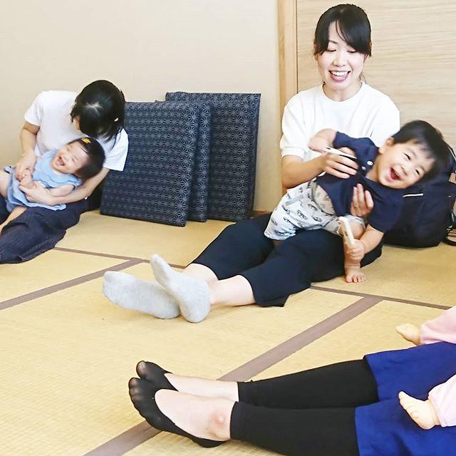 【わらべうたキッズは楽しい】わらべうたベビーマッサージは楽しいでも、赤ちゃんの時期は短いものですわらべうたキッズなら、いくつになっても親子の触れあいを楽しめますキッズちゃんたちは表情や言葉で楽しいことを伝えてくれるので、より効果を感じていただけます今、大人気のわらべうたキッズ資格取得講習会今年中の受講は8/25愛知~キャンセル待ち9/23京都~残りわずか11/10熊本11/24岩手オファーでの開催が多くなっています#わらべうたベビーマッサージ #キッズマッサージ #資格取得講習会 #楽しい #愛知 #京都 #熊本 #岩手 #オファー
