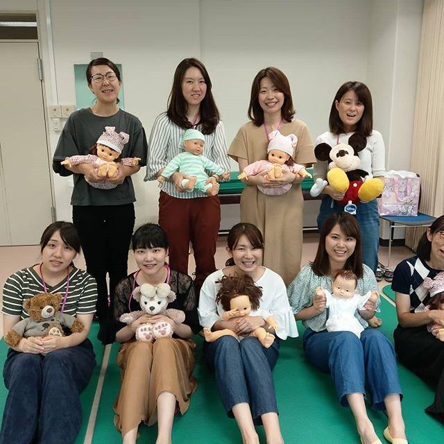 【大阪医科大学付属病院】にてわらべうたベビーマッサージ講習会をしました、こちらでは週に2回オイルを使ってわらべうたベビーマッサージ実施されているそうです。人気で、他の助産師も資格を取りたいと思って今回オファーをいただきました。ありがとうございます。胎教マッサージは3名で出張いたします。大阪は8月10日です 産後ダンスは9月15日大阪です。ベビーマッサージ#わらべうた#わらべうたベビーマッサージ#切れ目ない子育て#習い事#赤ちゃんと習い事 #赤ちゃんのいる生活#赤ちゃんのいる生活#親子の絆#泣かずにできるベビーマッサージ#助産師考案#ベビーマッサージ資格