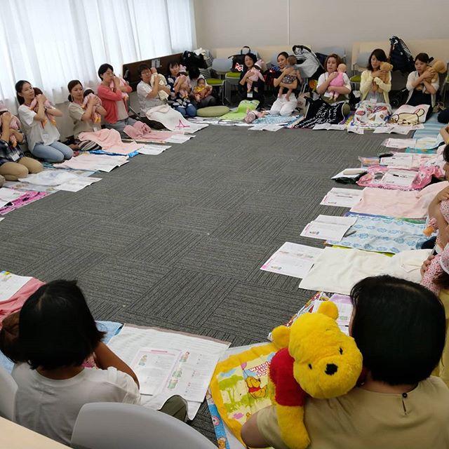 【今日は名古屋でのベビーマッサージ講習会です】27名と多かったですが、皆さんキャリアのある方ばかりで、刺激をもらいました、赤ちゃんも二人ご参加でした、赤ちゃんへのベビーマッサージで赤ちゃんの大きな笑い声に皆さんは実感できたようです。