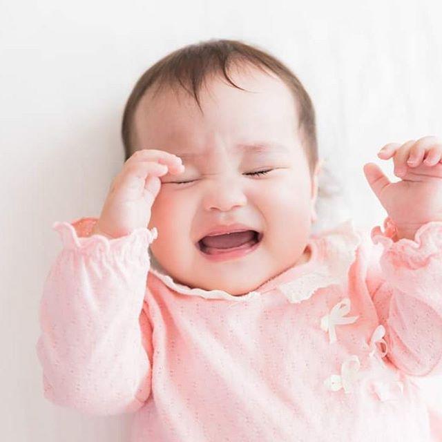 【孤独な子育て解消するために】育児は楽しいもの と思っていたら・・・ 思い描いていたようにはいきません!昼夜泣き続ける!何をしても泣き止んでくれない!1日中おっぱいあげ、おむつ替え!睡眠不足で、心も体もボロボロ状態!「辞めたい」と思っても「休みたい」と思っても待ってくれない!一人で悩んでいるママ 一人で抱え込まなくていいんですよ子育て支援センター・子育てサロン・ファミリーサポート・ベビーシッターなど沢山助けてくれたり話を聞いてくれるところがあるんです一人で頑張りすぎないでくださいね子育ては、一人では大変人に頼ってもいいんですよわらべうたベビーマッサージの講習会を受講された方の中には、辛い子育て状態を「わらべうたベビーマッサージ」に出会ったことで助けられたので、今度は私がつらいママたちに伝えたいそんな思いの講師もいっぱいですお近くにわらべうたベビーマッサージのお教室を見つけたら、1度参加してみませんか?お出かけが苦手という方は、出張レッスンをしている講師もいますお近くのお教室探してみてください#わらべうたベビーマッサージ #わらべうた胎教マッサージ #わらべうたキッズマッサージ #わらべうた産後ダンス #わらべうた親子ダンス #脳活わらべうた #資格取 #新米ママ #ベビー #女の子ベビー #男の子ベビー #男の子ママ  #成長記録 #育児記録 #乳児 #寝かしつけ #アンチエイジン