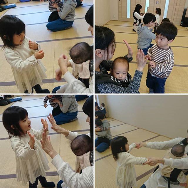 わらべうた親子ダンスでニコニコお兄ちゃんお姉ちゃんだってママとタッチしたりギューしたり嬉しいよね親子ダンスのあとも、笑顔いっぱい#お兄ちゃんも #お姉ちゃん #赤ちゃん #ママ #講師も #しあわせな時間#わらべうた親子ダンス は、わらべうたキッズ講習会で #キッズマッサージ #手遊び と一緒に学べます 3/14  #東京4/5  #福岡5/23  #福島5/31  #愛知希望の方が5人以上集まりましたら全国各地で開催しますお気軽にお問い合わせください#わらべうたベビーマッサージ #わらべうた胎教マッサージ #わらべうたキッズマッサージ #わらべうた産後ダンス #わらべうた親子ダンス #脳活わらべうた #資格取 #新米ママ #ベビー #女の子ベビー #男の子ベビー #男の子ママ  #成長記録 #育児記録 #乳児 #寝かしつけ #アンチエイジン