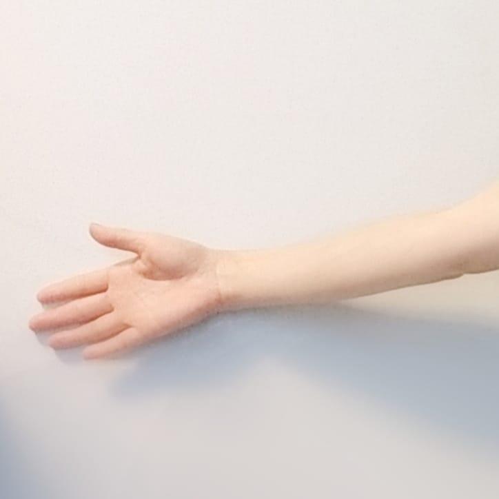 【どんな手ママの手】ママの手どんなふうに柔らかい?あかちゃんの手はふっくら『手が荒れていてあかちゃんに触るのがかわいそうで。。』手荒れの季節でも赤ちゃんはママの手が大好き!植物性オイルはママの手を軟化させてくれますベビマの前にママの手をゆっくり、ケアしてくださいね今日もママの声でわらべうたベビーマッサージ(*^^*)仙台おおうち(Instagram)