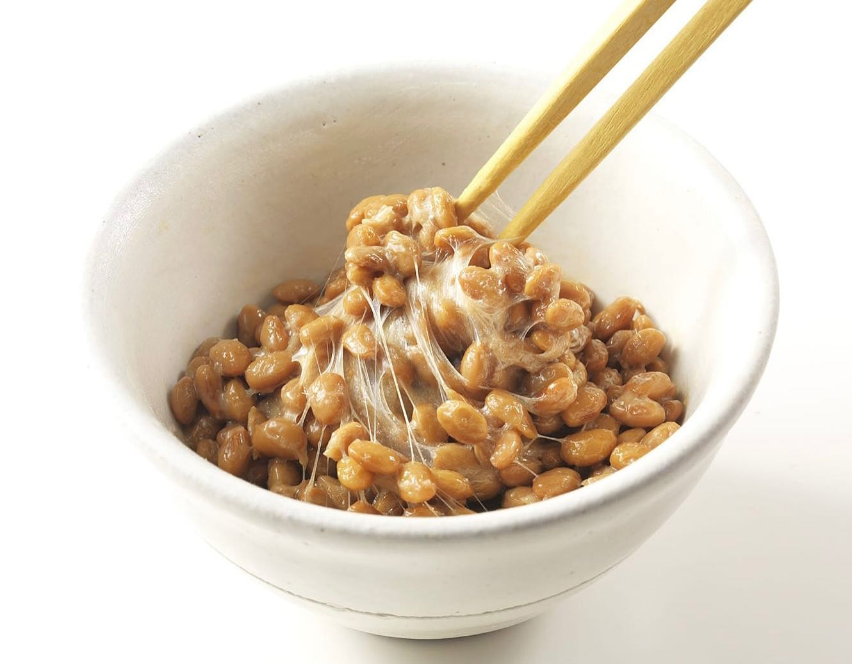 【7/10は納豆の日】7月10日は、 なっ(7)とう(10)の語呂合わせから、「納豆 の日」とされています納豆は免疫力アップや腸内環境を整えたり…さまざまな効果が期待できます。注目点は、大豆納豆イソフラボンが豊富で、女性ホルモンに構造が似ており、骨粗しょう症予防やアンチエイジングに効果的です。また、納豆には「大豆レシチン」が多く含まれています。 大豆レシチンは記憶力を高める働きがある事が立証されているそうですわらべうたベビーマッサージ研究会では、「エイジングわらべうた」と「脳活わらべうた」のインストラクター資格取得講習会の受講申し込みを只今、受付中です。エイジングわらべうた WEB 8月21日(土)9:00~17:00脳活わらべうた WEB 9月25日(土)9:00〜16:00おうちで無料セミナー WEB エイジングわらべうた&脳活わらべうた  7/21(水)13:30〜 (30分の体験セミナー)詳しくは www.jyosansi.com/ をご覧ください記:村松晶子(脳活わらべうたティーチャー・静岡)#エイジングわらべうた #脳活わらべうた #更年期 #脳活性 #子どもとシニアの架け橋 #WEB講習会(Instagram)